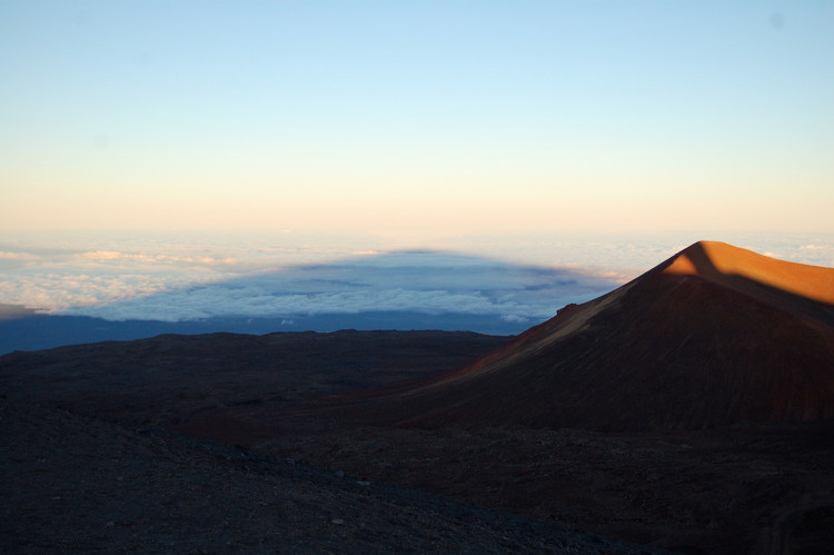 shadow_of_maunakea
